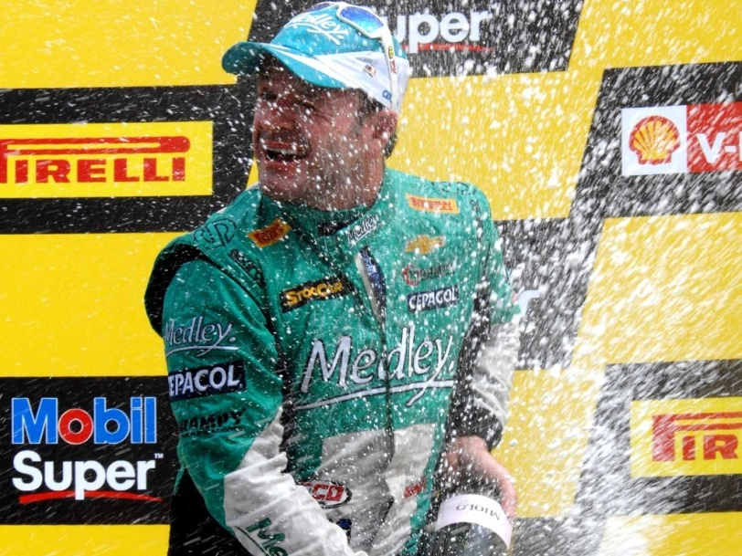 barrichello-conquista-primeiro-podio-na-stock-car-ao-chegar-em-2-no-gp-da-bahia-neste-domingo-1368980450773_1024x768